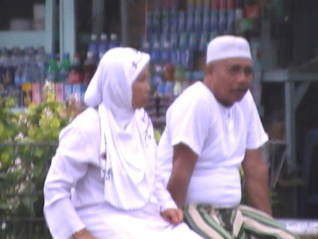 KH. Mukri Effendi bersama Nyai Mukri
